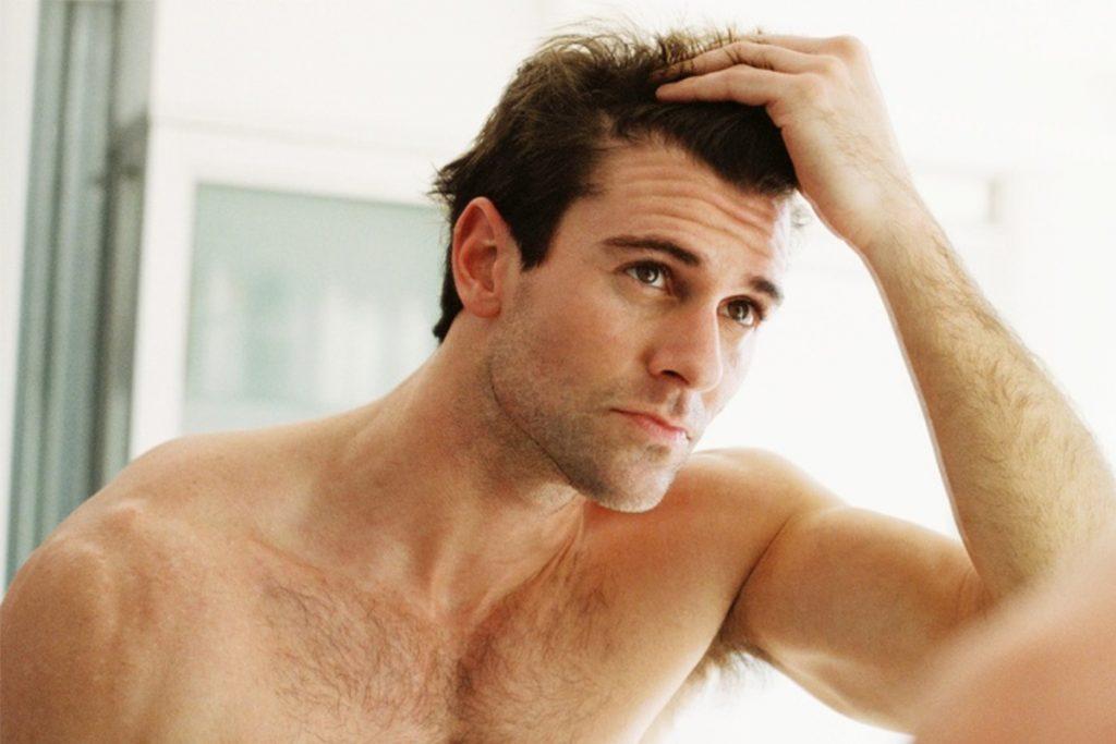 Homem primeiros sintomas calvície